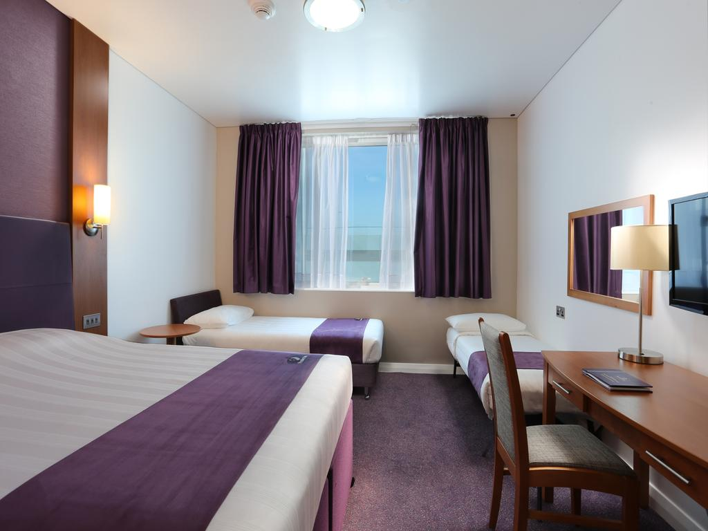 khach-san-Premier-Inn-Dubai-International-Airport-hotel-dubai-mixtourist